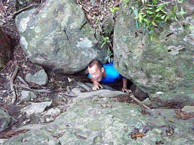 胎内くぐりの岩