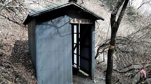 井戸谷避難小屋